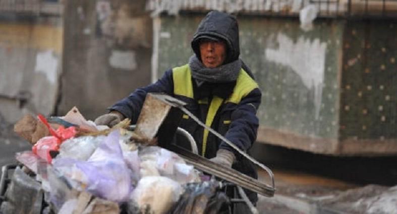 Китайский дворник за 30 лет оплатил образование 37 обездоленных детей