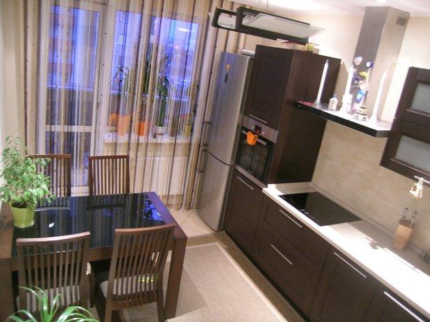 Кухня: светлый интерьер и мебель цвета венге