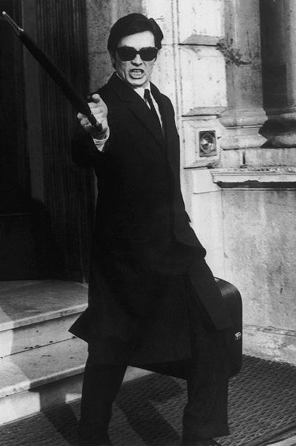 Скандал в Каннах : Женщины требуют лишить Алена Делона почётного приза актер,Ален Делон,заморские звезды,новости,скандал,шоу,шоубиz