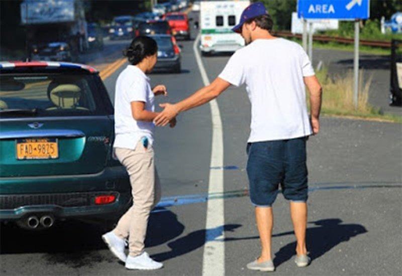 Иммигрантка врезалась в Ди Каприо и разбила его машину в хлам