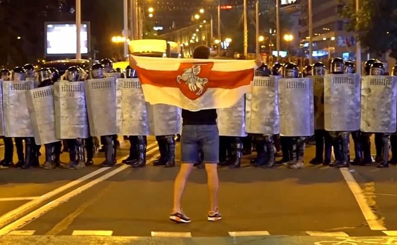 Почему Киеву категорически невыгоден «майдан» в Минске Политика