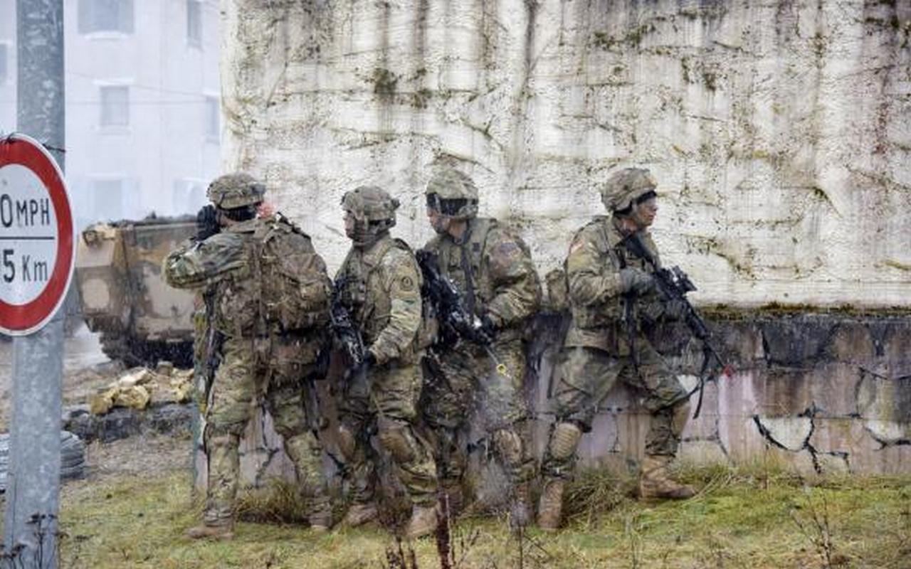 «Таллин в огне»: как НАТО пугает Прибалтику войной с Россией