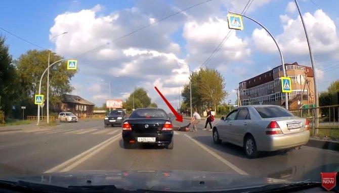 Видео: в Тюмени водитель нас…