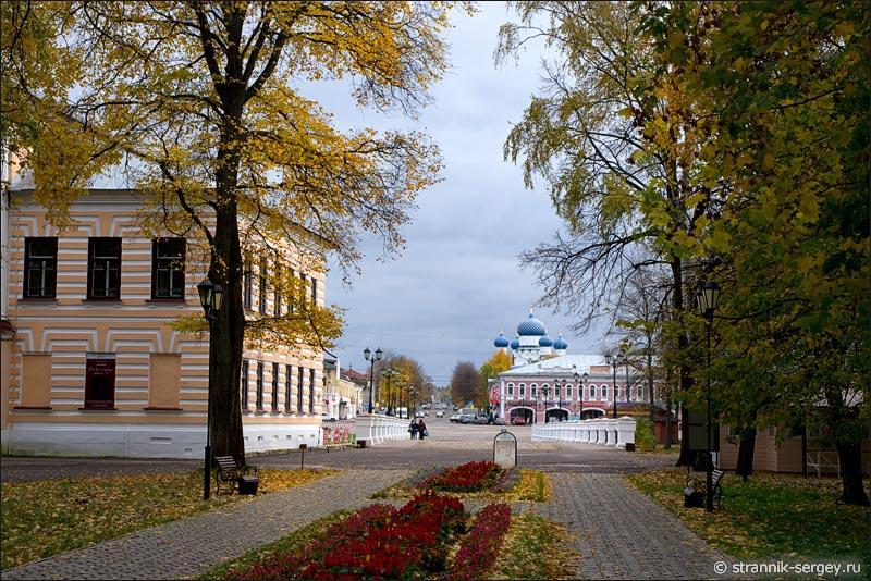 Город Углич в разгаре  золотой осени