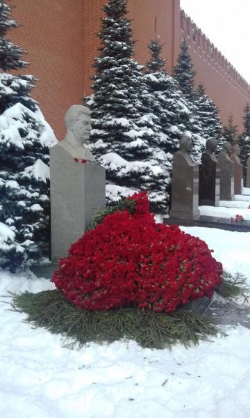 8000 гвоздик товарищу Сталину