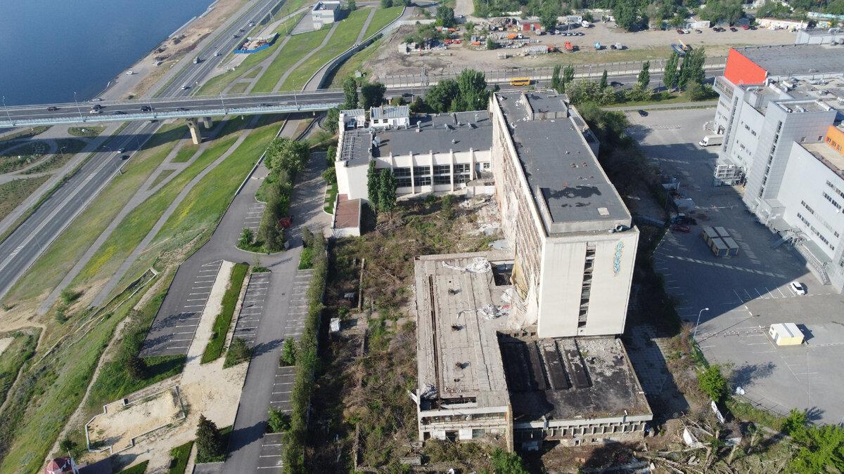 Показываю разрушенное здание «Молодежного центра» в Волгограде, некогда считавшееся визитной карточкой города круизы,отдых,попутчики,походы,путёвки,путешествия,туризм