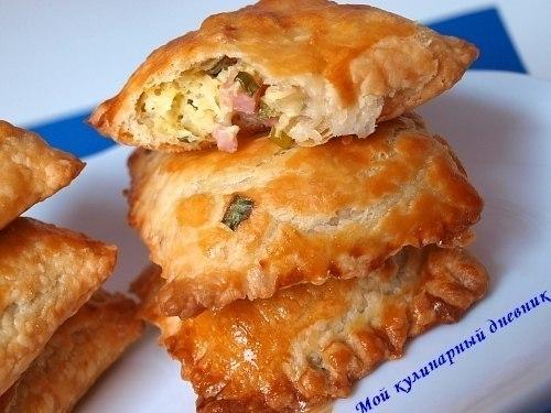 Пирожки со щавелем жареные из слоеного теста