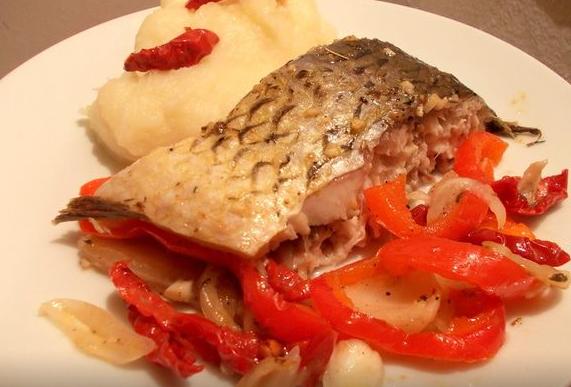 Муж любит рыбалку, но вы уже не знаете, что бы такого приготовить из улова? Тогда порадуйте его вот таким блюдом