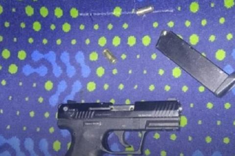 На Украине пьяный сотрудник охраны устроил драку в маршрутке и угрожал оружием