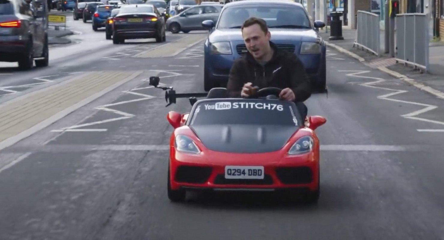 В Британии игрушечный автомобиль выехал на общую дорогу Автомобили