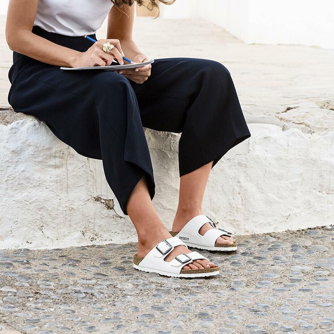 Выбираем летнюю обувь для проблемных ног: 7 удобных и красивых пар