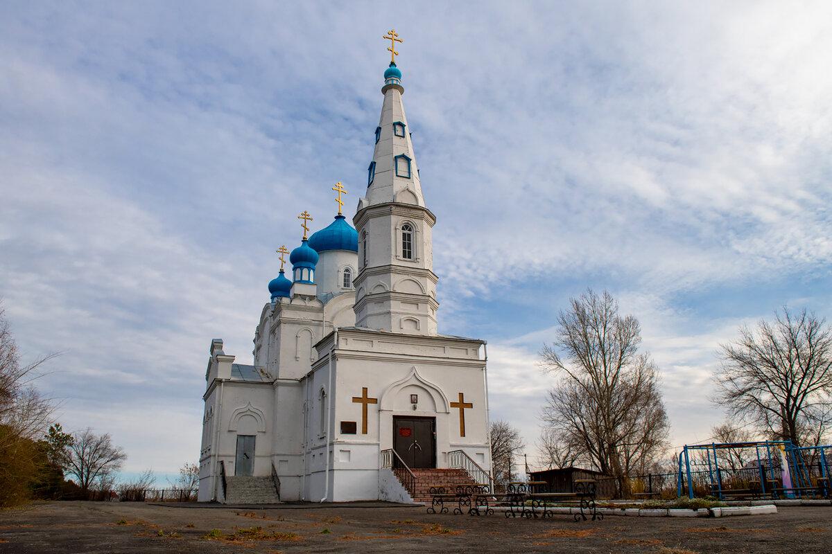 Вид на Храм с центрального входа от автоплощадки.