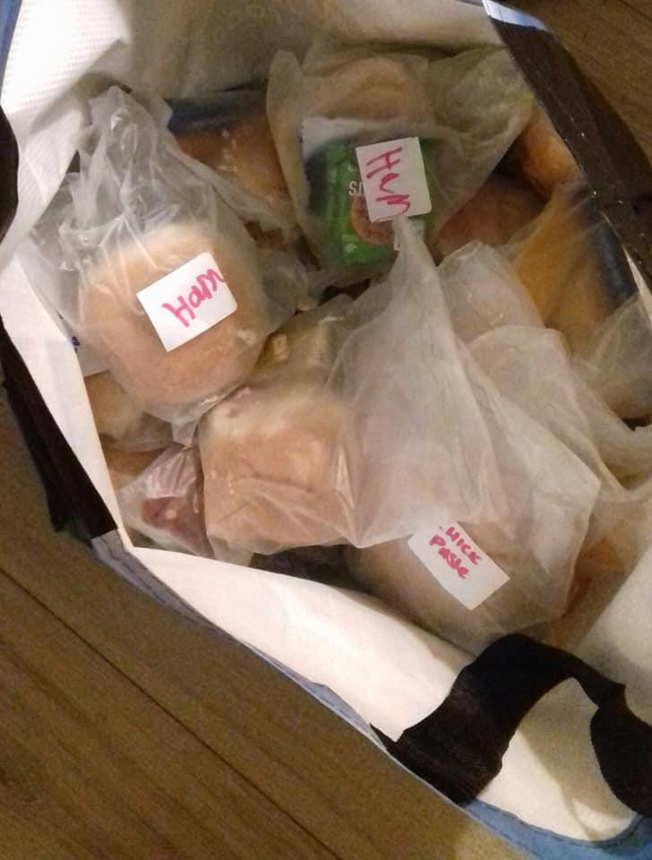Доброта не остается без ответа. Бездомный поблагодарил девочку за бутерброд