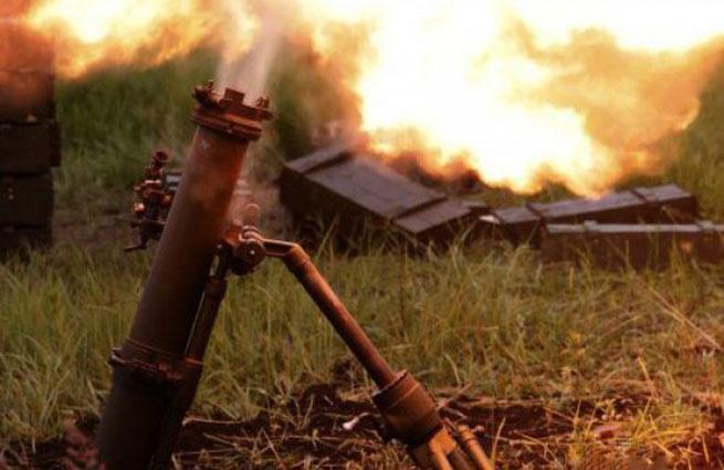 Украинская армия обстреливает юг ДНР