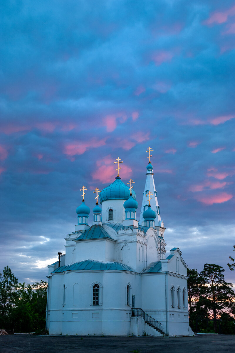 Храм Александра Невского на закате.