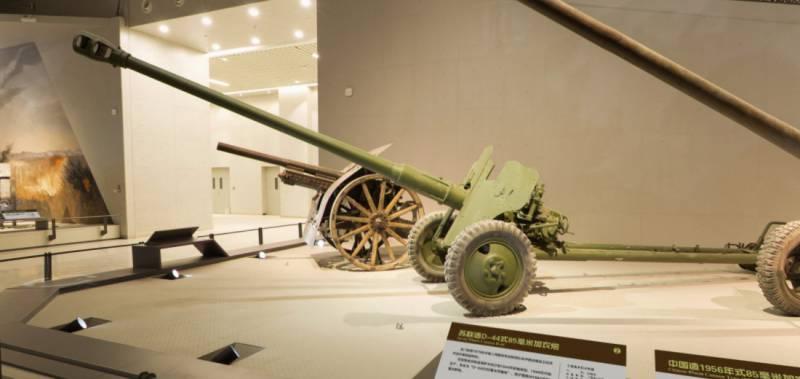 Китайские противотанковые орудия в экспозиции Военного музея китайской революции орудия, пушка, пушки, броню, снаряд, массой, более, противотанковая, нормали, противотанковые, орудие, пушек, боевом, орудий, противотанковых, дистанции, войны, положении, пробивал, дальности