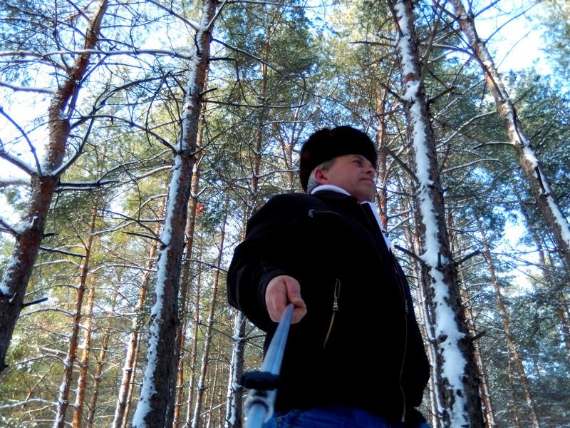 Чтобы опробовать отцеп в качестве штанги для селфи, я вышел прогуляться в лес, который находится...