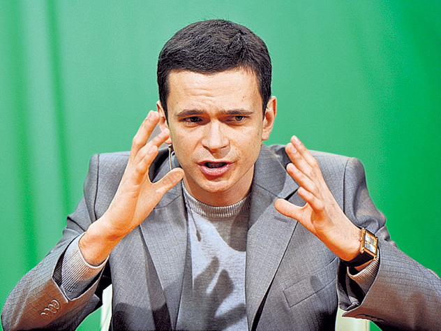 Оппозиционер Яшин сдал бабушку в интернат