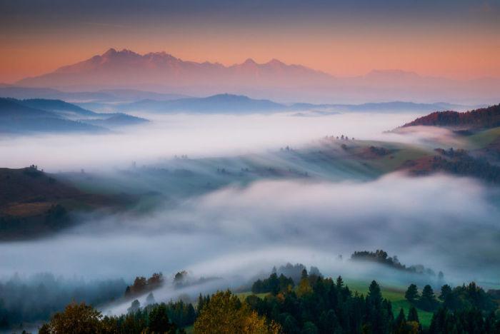Густая пелена тумана устилает горы и равнины Словакии.