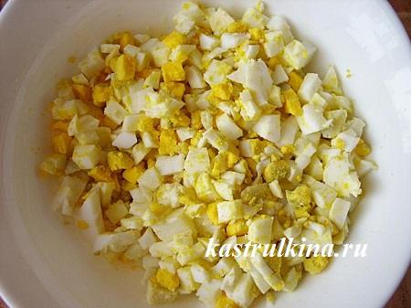 порезанные яйца для начинки