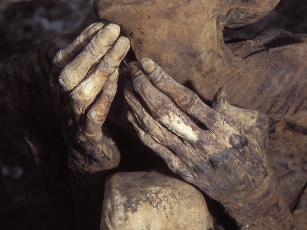 Уникальные огненные мумии Кабаяна