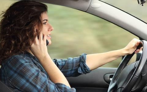 Камеры начали фиксировать разговоры по телефону за рулем