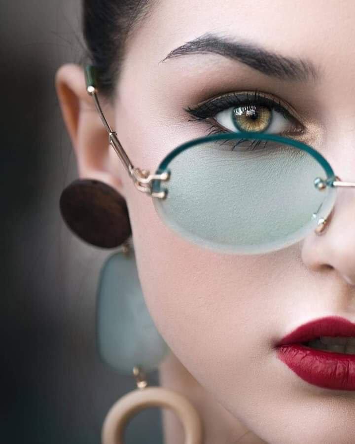 Красотки в модных журналах и на просторах интернета