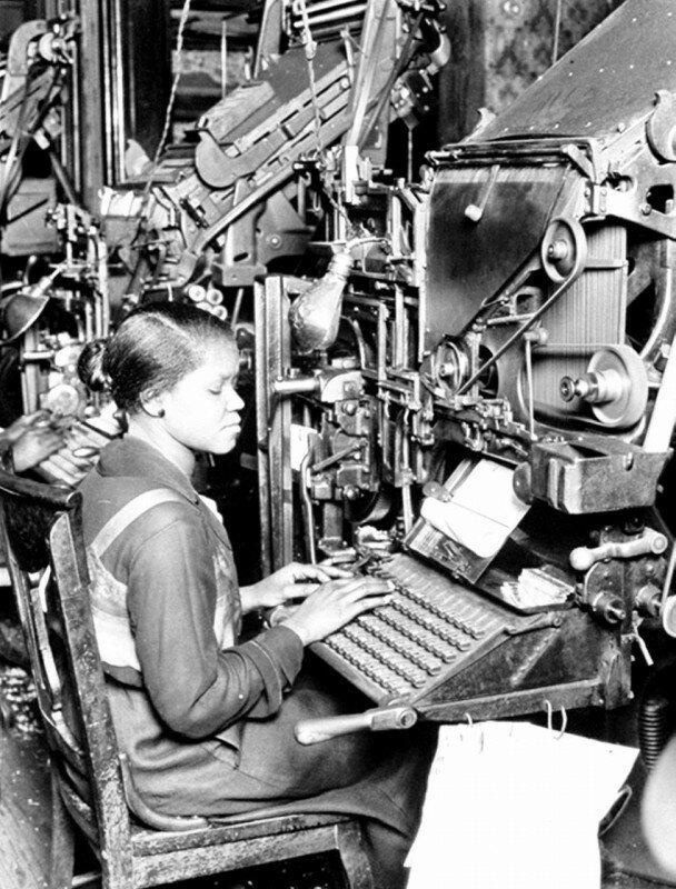 Рабочее место машинистки в издательстве, США, 1920 год. история, ретро, фото
