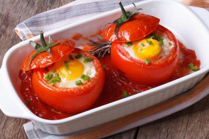 Яичница в помидорах. Простой пошаговый рецепт завтрака