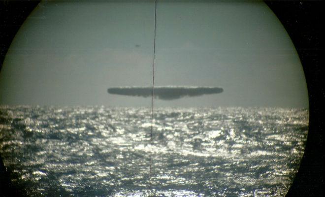 Подводники сняли фото неопознанных летающих объектов