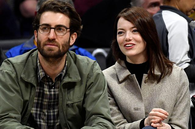 СМИ: Эмма Стоун тайно вышла замуж за Дэйва Маккери и ждет ребенка Звездные пары