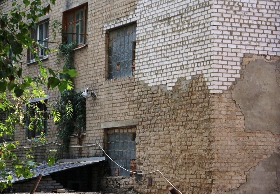 Почему старые кирпичные дома такие серые и невзрачные? о недвижимости,ремонт и строительство