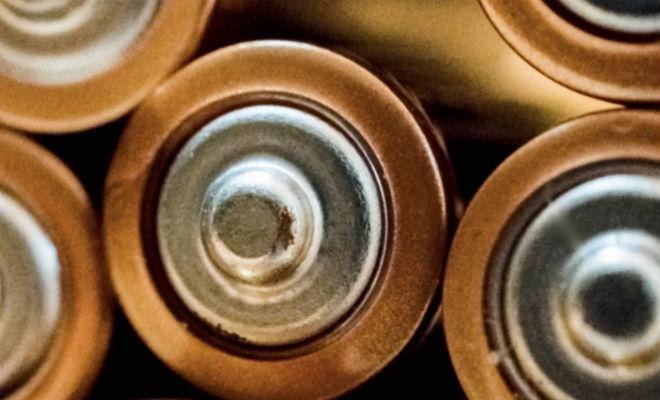 Протекла батарейка: как все исправить аккумулятор,батарейка,безопасность,Перчатки,Тренинг,химия