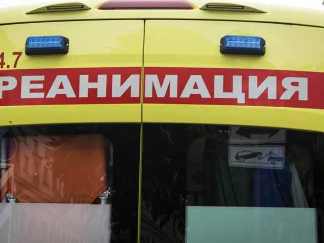 В скорую помощь с рожающей пациенткой врезался автомобиль