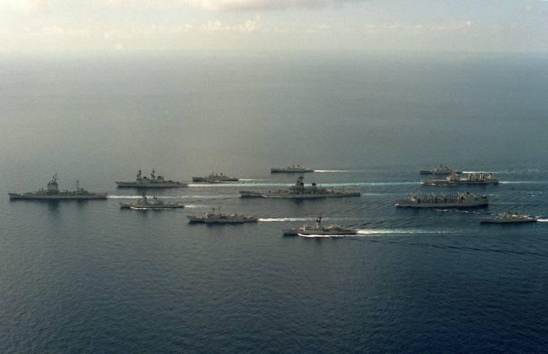 Что нужнее России: флот или армия?