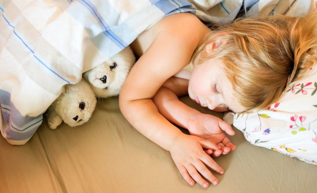 Энурез у ребенка: что делать родителям?