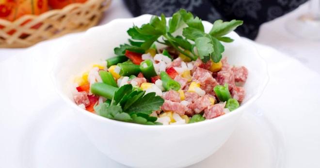 Салат с колбасой - самые простые и необыкновенно вкусные рецепты закуски на каждый день