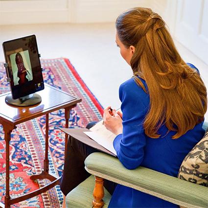 Кейт Миддлтон взяла интервью у акушерки из Уганды для медицинского журнала Монархии