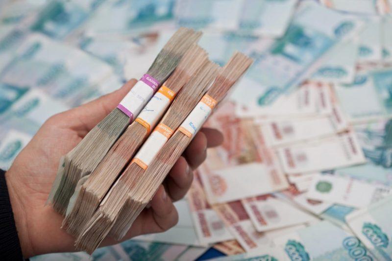 В Совфеде предложили платить безработным по 35 тысяч рублей в месяц