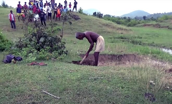 Индиец каждый день уходил в горы копать траншею. Через 30 лет люди увидели реку длиной 15 километров Культура