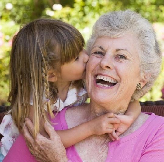 Видео кино бабушки кормят грудью молодых внуков