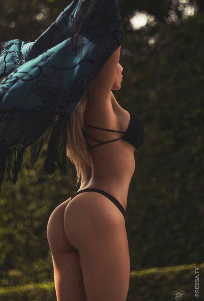 Beautiful girls with perfect figures and very appetizing ass ... Enjoy!