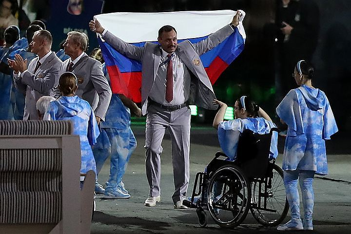 Стало известно имя белоруса, пронесшего российский флаг на открытии Паралимпиады-2016