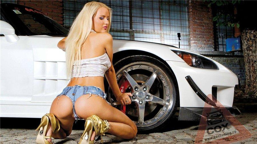 голые девушки картинки с машинами