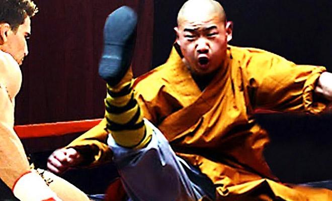 Шаолиньский монах непробиваем под мощным атаками ММА-бойцов бой
