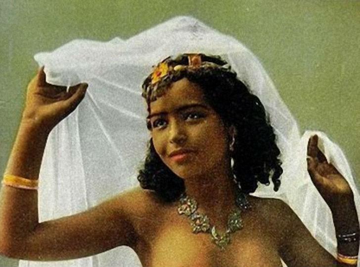 Эротические фотографии арабских женщин XX века