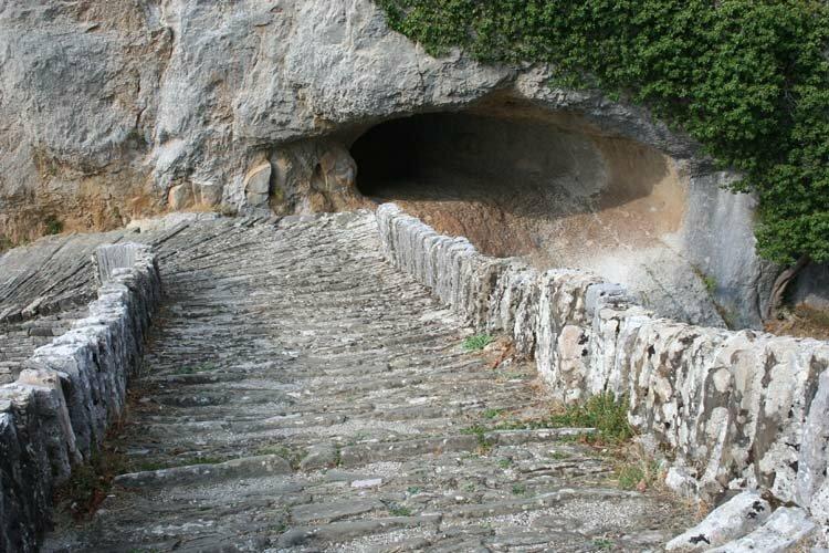 Врата конца: аномальная пещера Пентели в Греции, из которой сбежали даже военные археология,Греция,наука,паранормальное,пещеры,путешествия