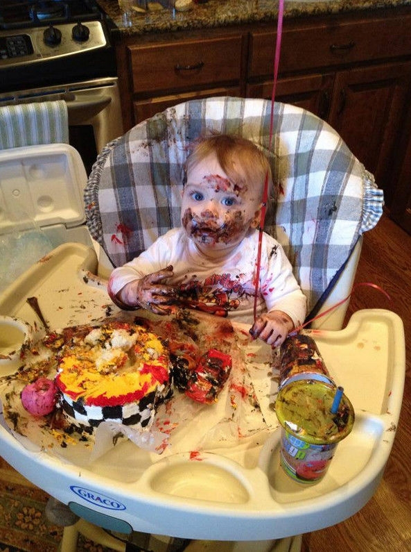 Очень смешные детки с тортиками