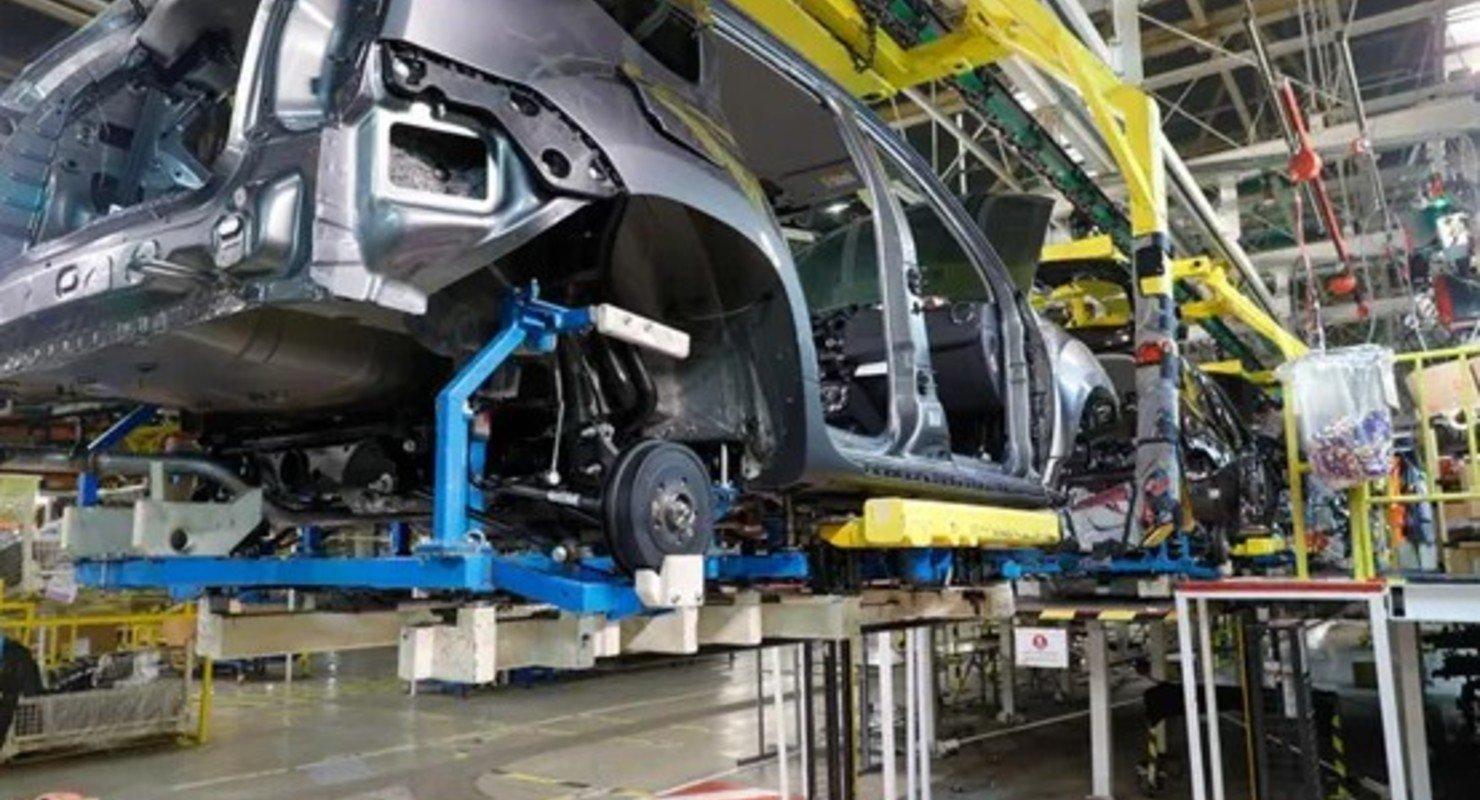 Минпромторг назвал причину проблем с чипами у автопроизводителей Автомобили