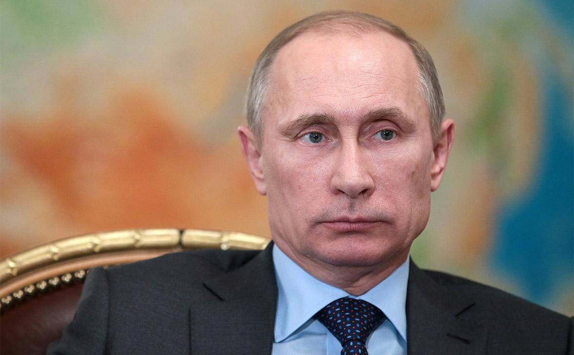 """Путин попросил """"Единую Россию"""" не опускаться """"ниже плинтуса"""""""